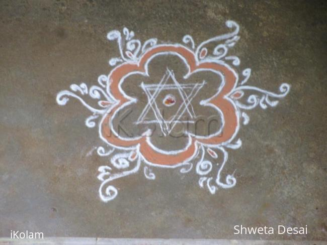 Rangoli: Simple kavi kolam