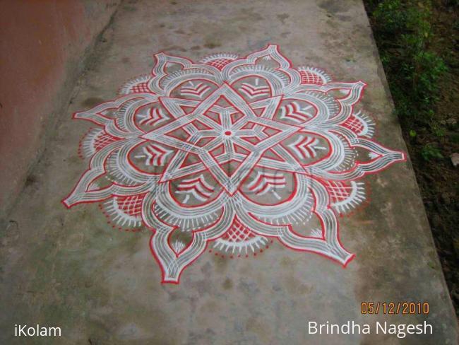 Rangoli: Kuzhal Kolam (inspired)