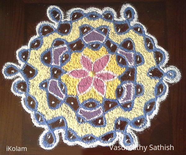 Rangoli: chikku kolam with 9-5 interlaced dots