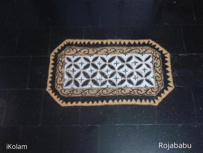 Rangoli: tray kolam