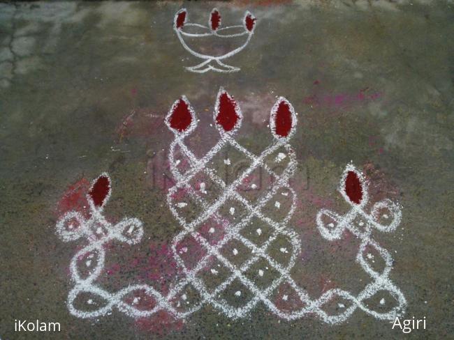 Rangoli: Simple Sikku Kolam 1