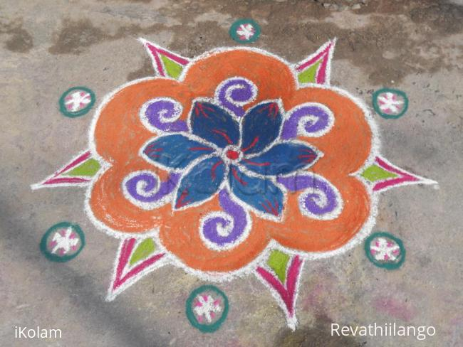 Rangoli: A simple colour kolam.
