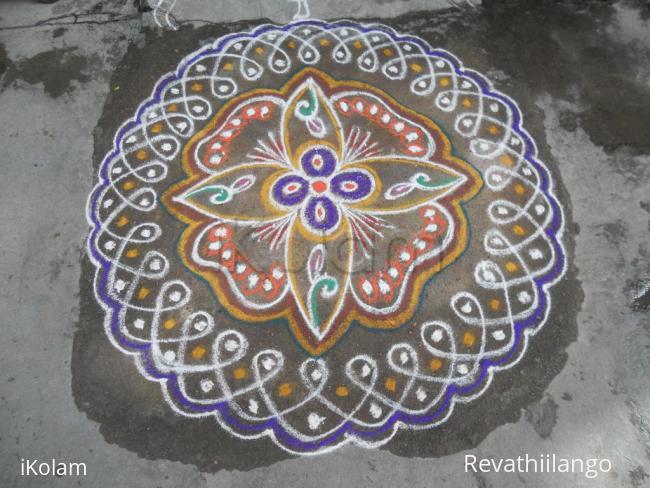 Rangoli: Rev's adi velli rangoli creation.