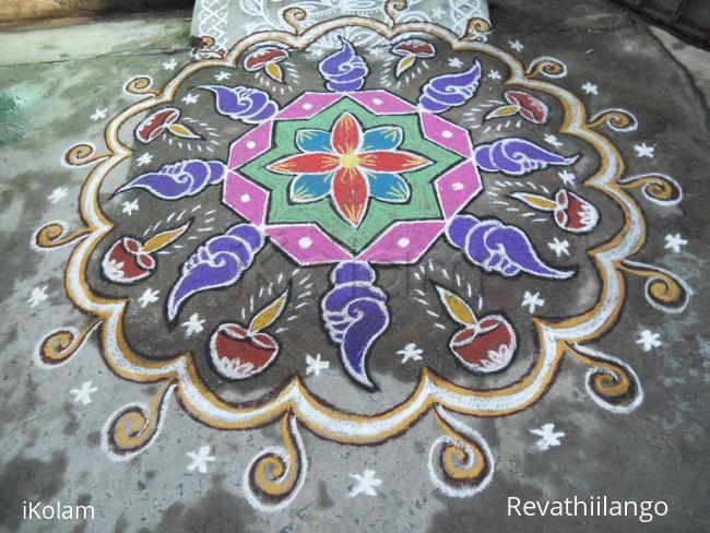 Rangoli: Rev's margazhi day 5 Vaigunda eagadashi kolam.