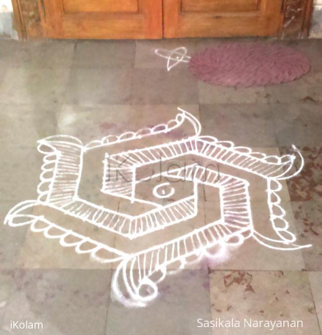 Rangoli: simple white kolam