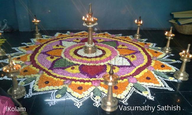 Rangoli: Poo kolam in Nanganallur  Guruvayoorappan koil for Onam 2
