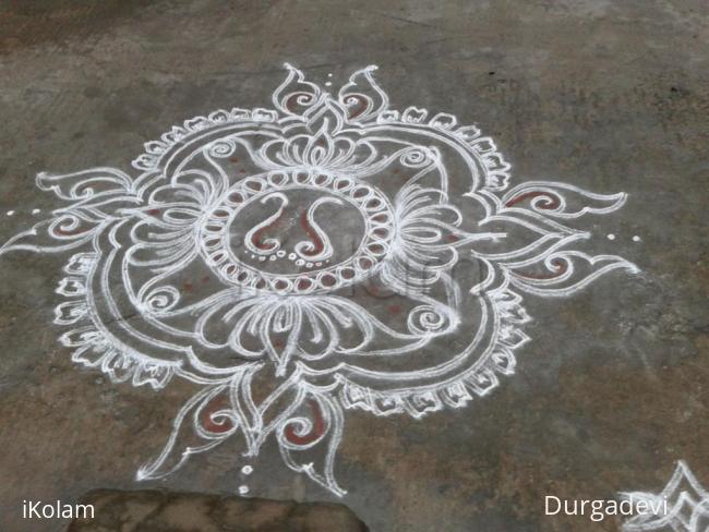 Rangoli: Lakshmi kolam